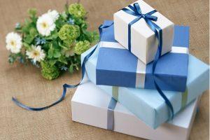 Quà tặng khách hàng nên phù hợp với độ tuổi, mang tính ứng dụng cao