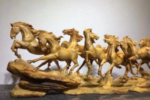 Ngựa mang ý nghĩa phong thủy rất mạnh trong quà tặng khai trương