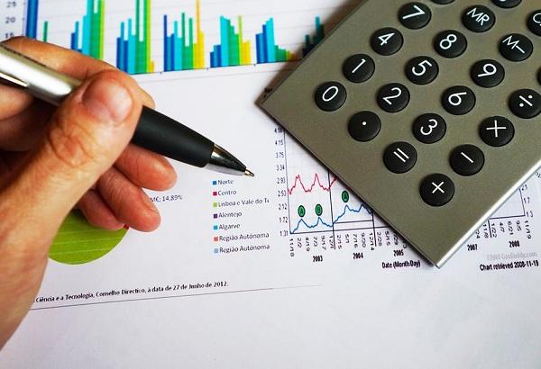 Chi phí quà tặng nhân viên, khách hàng có bị tính thuế thu nhập doanh nghiệp?