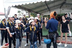 Trẻ em vui chơi giải trí khi tham gia trại hè Singapore